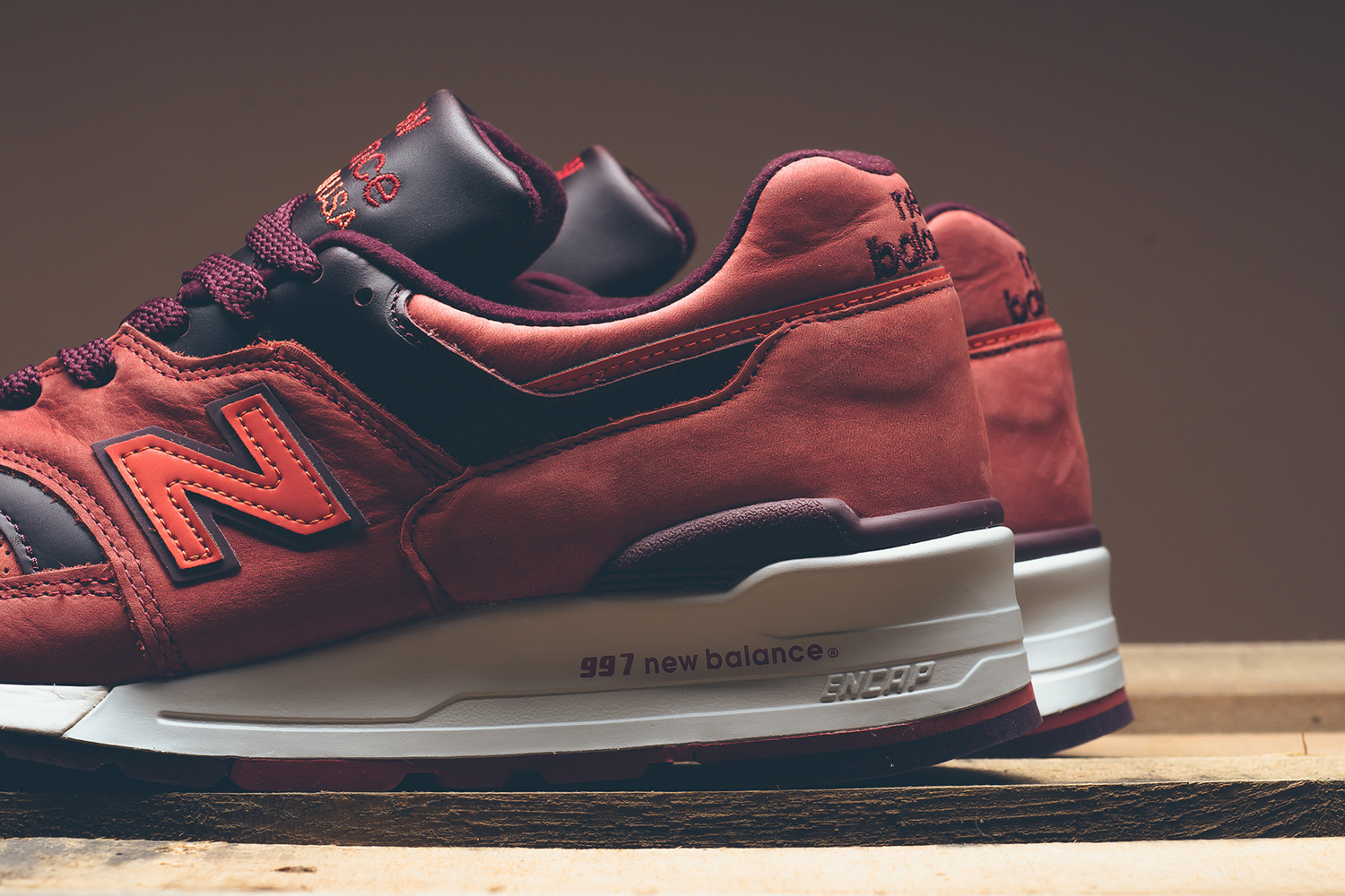 new-balance-997-red-clay-horween-03
